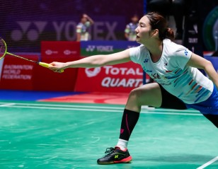 Steady Sung Stonewalls Pusarla – All England: Day 1