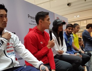 Stars Create a Buzz at Singapore Open