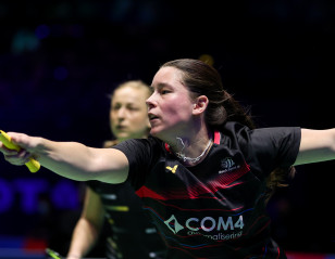 All England: Delightful Day for Dutch