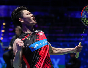 All England: Lee in Axelsen's Way